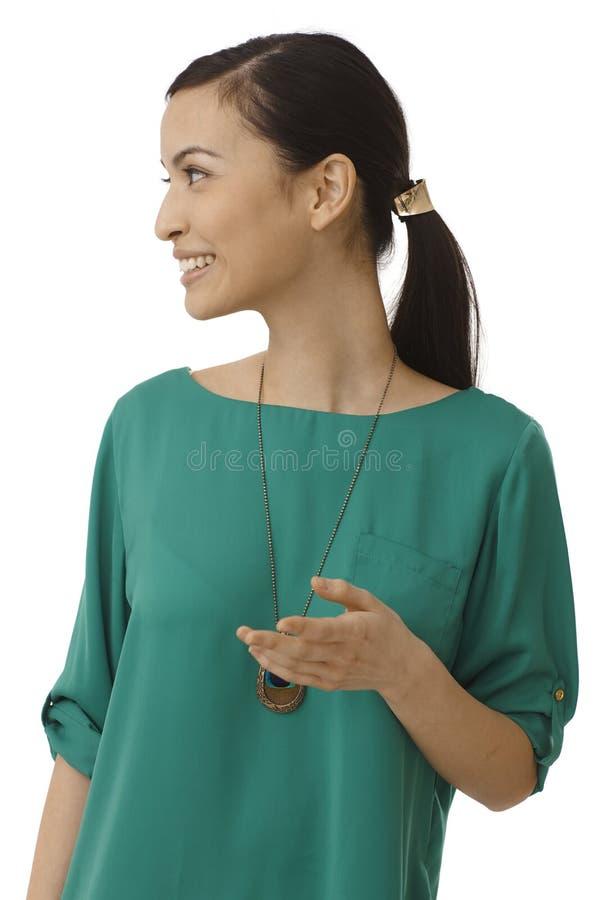 Vista laterale della donna sorridente fotografia stock libera da diritti