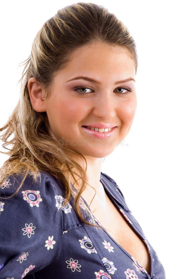 Vista laterale della femmina sorridente fotografia stock libera da diritti