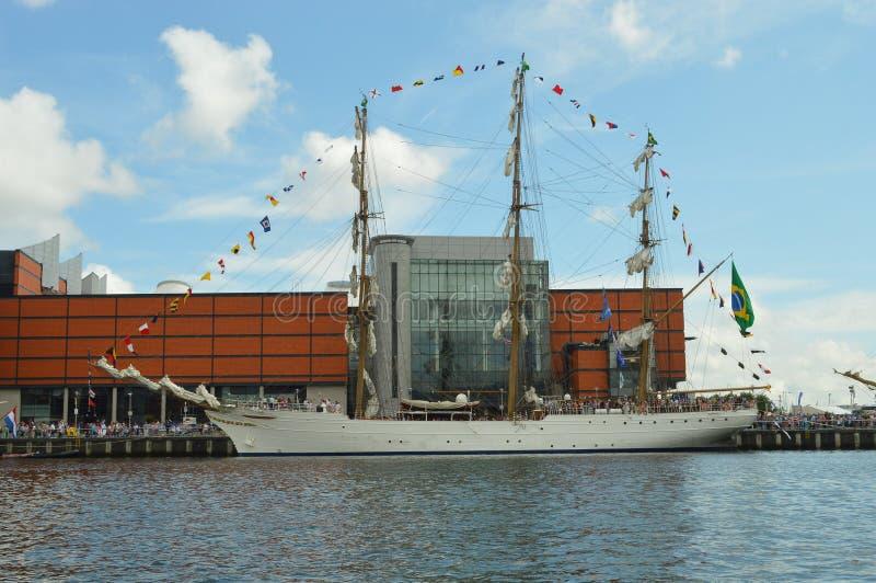 Vista laterale della nave alta brasiliana della marina fotografia stock