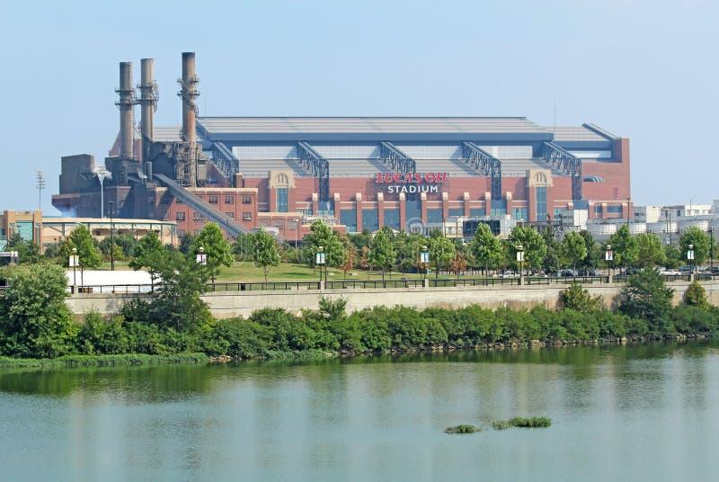 Vista laterale dello stadio dell'olio del Lucas a Indianapolis fotografie stock
