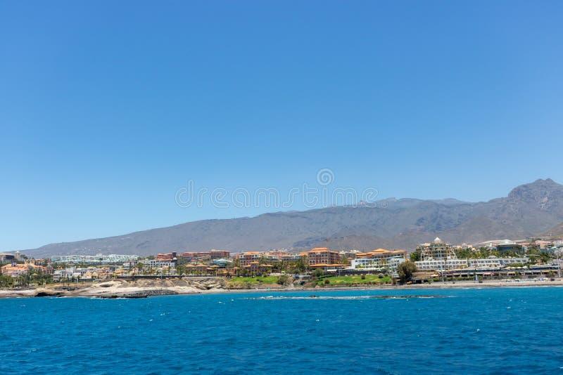 Vista litoral bonita da praia do EL Duque em Costa Adeje, Tenerife, Ilhas Can?rias, Espanha foto de stock