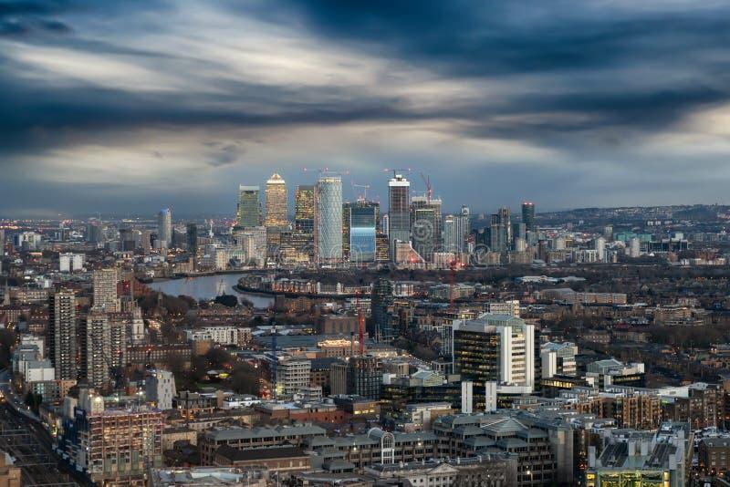 Vista lunatica a Canary Wharf, Londra, Regno Unito immagini stock