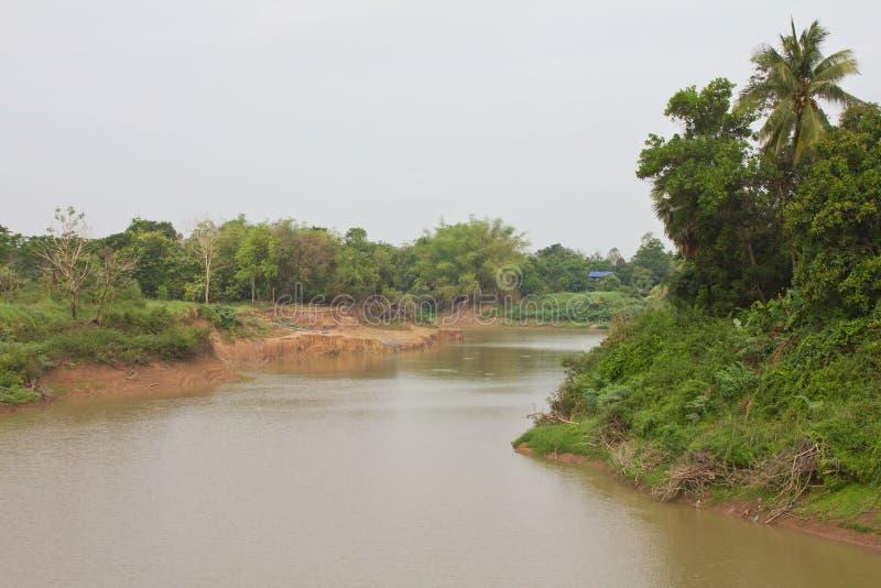 Vista lungo il fiume. fotografie stock libere da diritti
