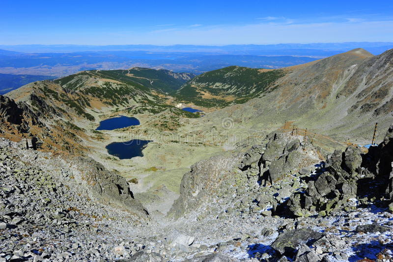 Vista máxima - Musala, montanhas de Rila, área de Balcãs foto de stock