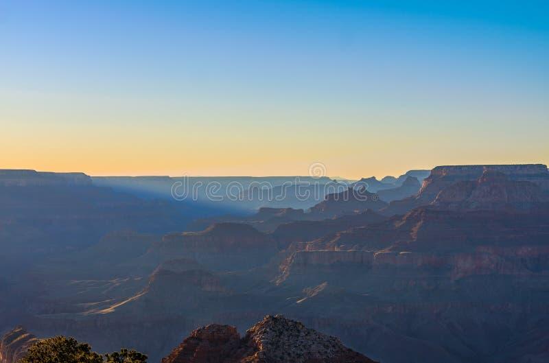 Vista maestoso di grande canyon al crepuscolo fotografia stock libera da diritti