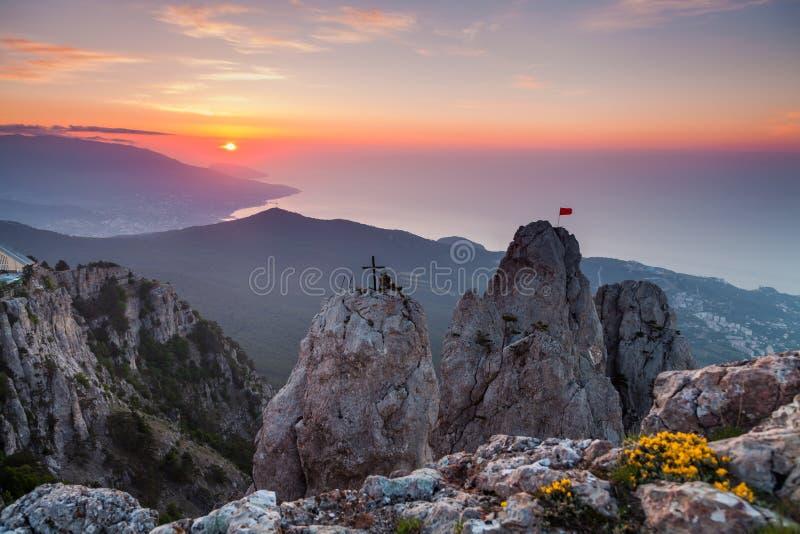 A vista magnífica da montanha de Ai-Petri, Crimeia, Ucrânia, no nascer do sol foto de stock royalty free