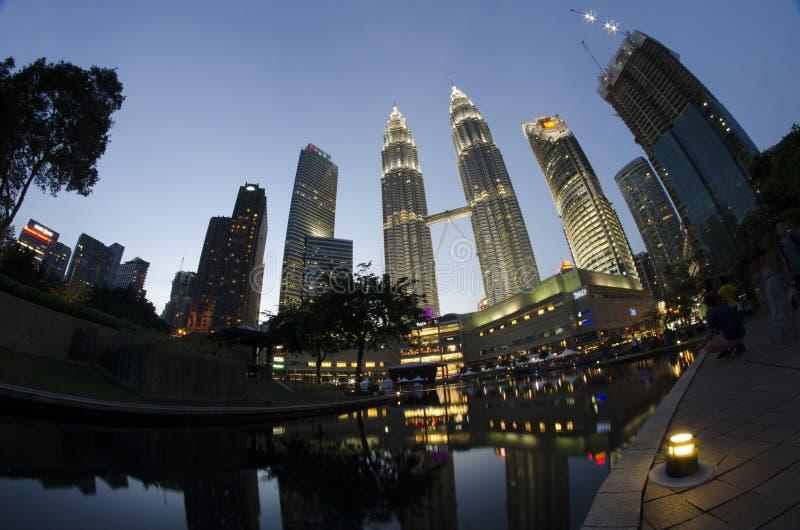 Vista magnifica della torre gemella di Petronas in Kuala Lumpur fotografie stock libere da diritti