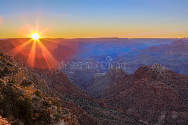 Vista majestueux de la gorge grande au crépuscule images stock