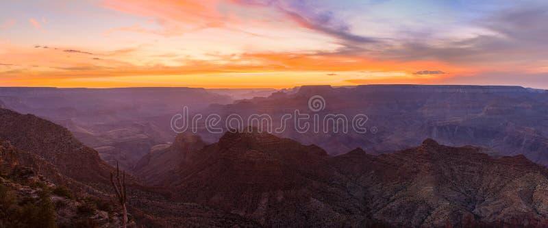 Vista majestueux de la gorge grande au crépuscule photos stock