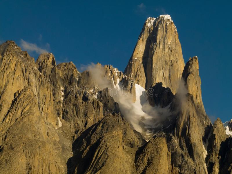 Vista majestuosa de la torre de Trango en gama del karakorum imagen de archivo