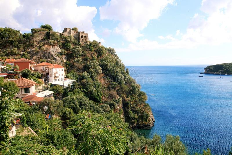 Vista maravilhosa da fortaleza histórica e do mar imagem de stock