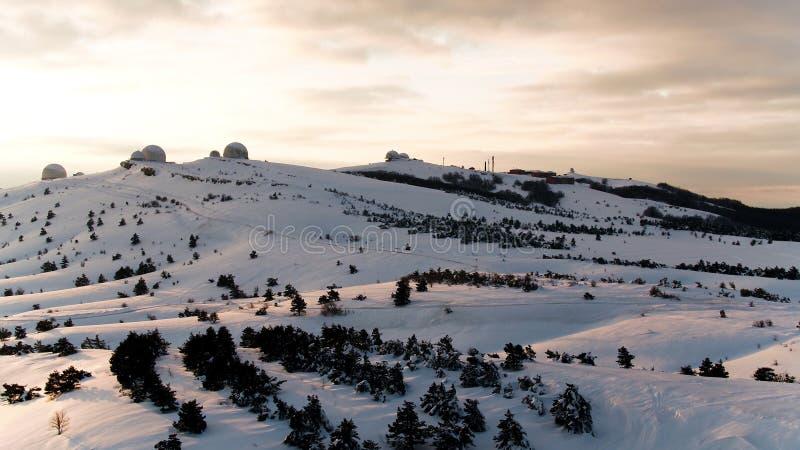Vista maravilhosa de montanhas de Andes Vista aérea - montanhas de andes, céu e nuvens brancas foto de stock royalty free