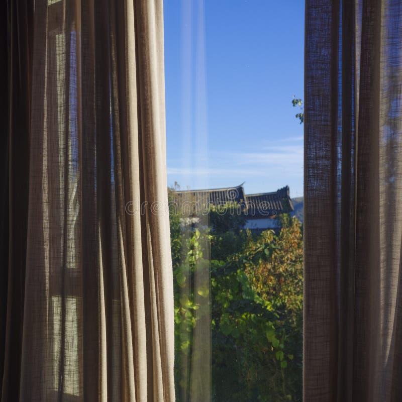 Vista meravigliosa dalla finestra fotografie stock