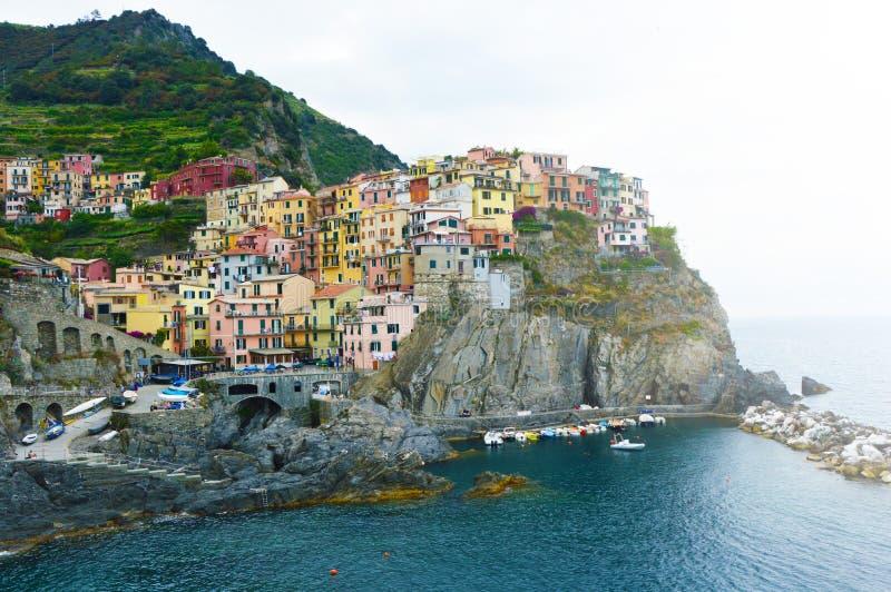 Vista meravigliosa del villaggio di Manarola, Italia fotografie stock libere da diritti