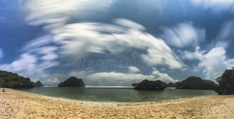 Vista meravigliosa della spiaggia di gatra, Malang Indonesia fotografia stock libera da diritti