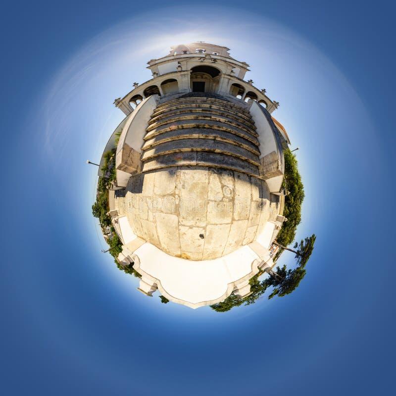 Vista minuscola del pianeta della chiesa di Nossa Senhora da Encarnação a Leiria, Portogallo fotografie stock libere da diritti