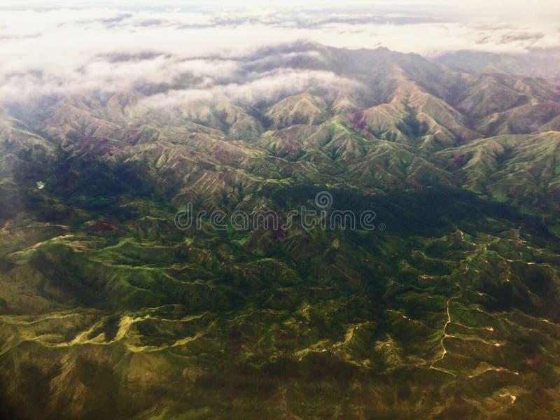 Vista molto piacevole dalla finestra dell'aereo sull'isola delle Figi immagine stock libera da diritti