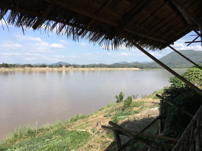 Vista montagnosa scenica del fiume di Mekhong in Loei, Tailandia fotografia stock