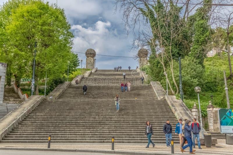 Vista monumentale delle scala, iconico simbolico della città dell'università di Coimbra immagine stock