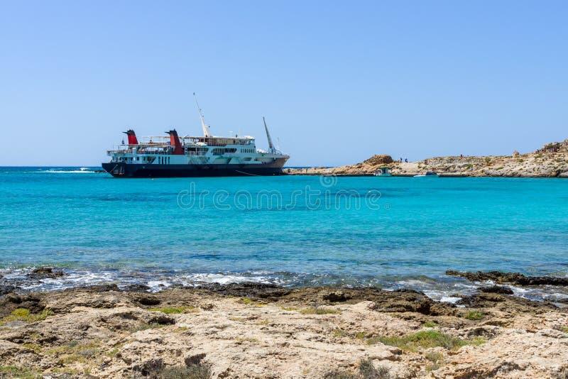 Vista na baía da ilha Imeri Gramvousa imagens de stock royalty free