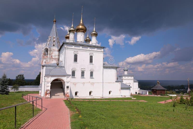 Vista na catedral da trindade no monastério dos homens de Nikolsky imagens de stock royalty free