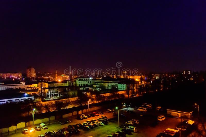 Vista na cidade da meia-noite Kremenchug, Ucr?nia imagem de stock royalty free
