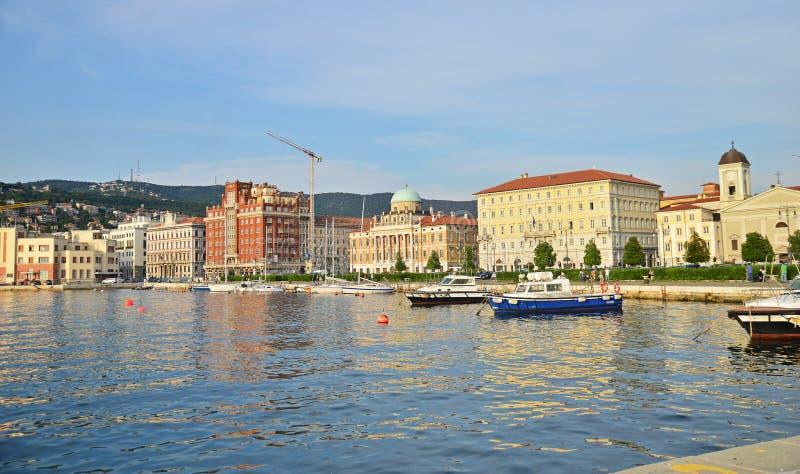Vista na cidade de Trieste, Itália foto de stock royalty free