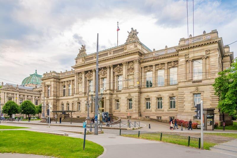 Vista na construção do teatro nacional em Strasbourg - França imagem de stock