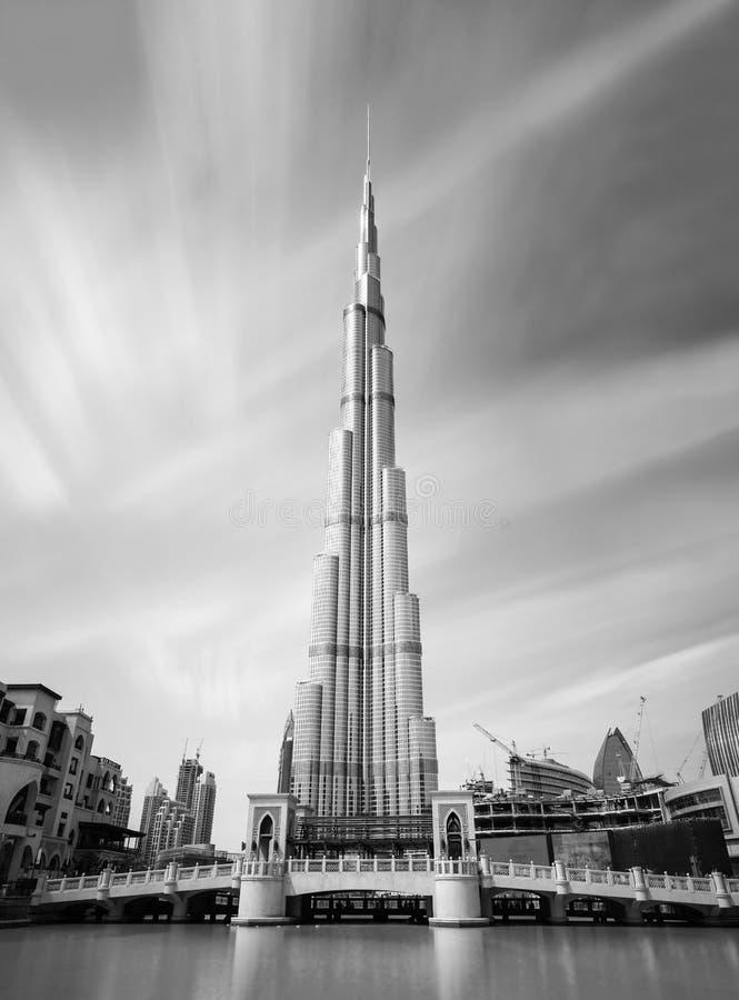 Vista na construção a mais alta no mundo, Dubai de Burj Khalifa, Emiratos Árabes Unidos foto de stock