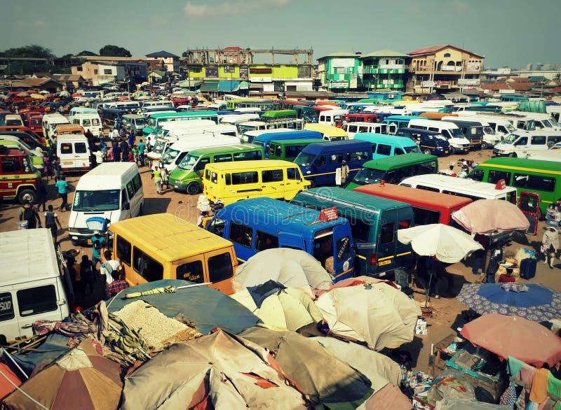 Vista na estação de Kaneshie, um cubo importante do transporte no ¡ de AccrÃ, Gana fotos de stock royalty free