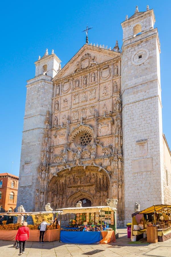 Vista na fachada de San Pablo Church em Valladolid - Espanha imagens de stock