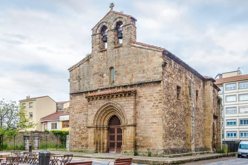 Vista na igreja de Sabugo em Aviles - Espanha foto de stock royalty free
