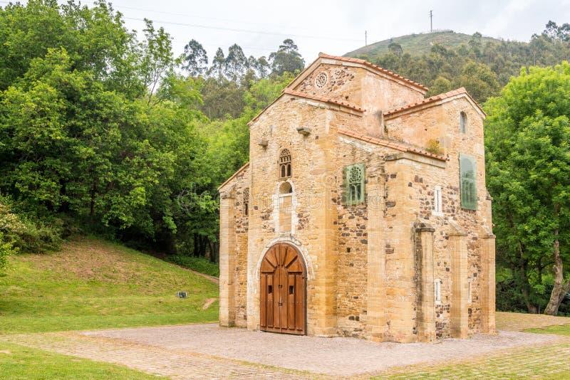 Vista na igreja de San Miguel de Lillo em Oviedo - Espanha fotografia de stock