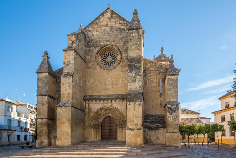 Vista na igreja de Santa Marina de Aguas Santas em Córdova, Espanha fotografia de stock