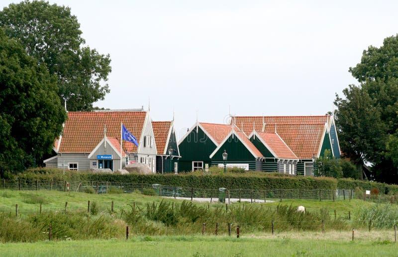 Vista na ilha de Middelbuurt da vizinhança de Schokland foto de stock