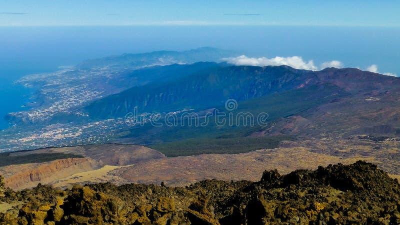 Vista na ilha do ponto de vista elevado imagens de stock