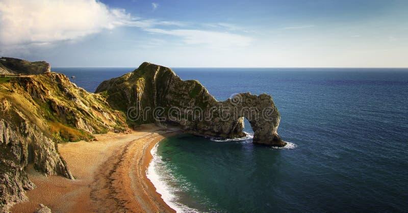 Vista na linha da costa da porta de Durdle em Inglaterra fotos de stock
