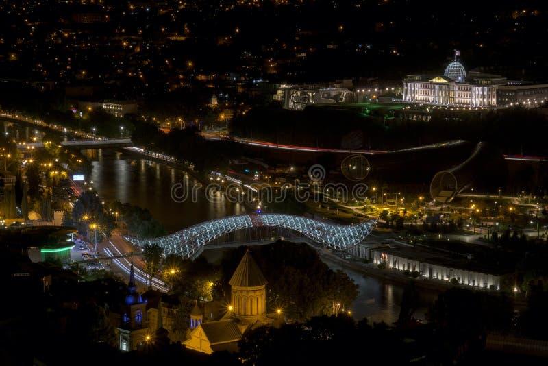 Vista na noite Tbilisi imagem de stock royalty free
