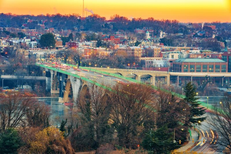 Vista na ponte chave no Washington DC na manhã do inverno fotos de stock royalty free
