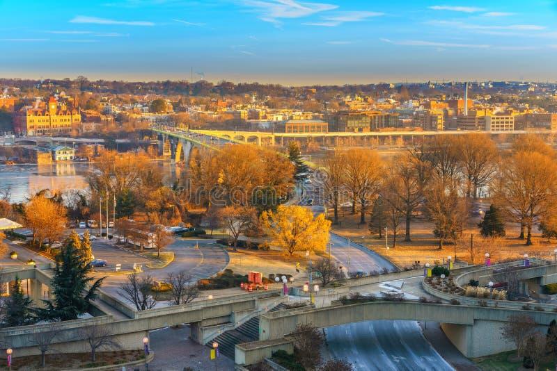 Vista na ponte chave no Washington DC na manhã do inverno foto de stock royalty free