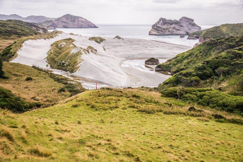 Vista na praia de Wharariki fotos de stock royalty free