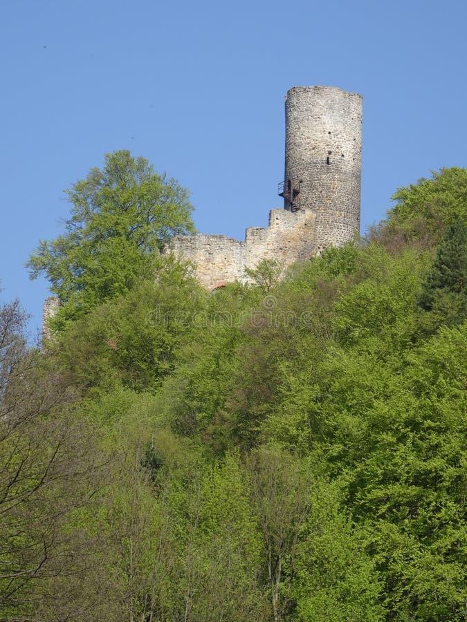 Vista na ruína do castelo de Frydstejn imagens de stock