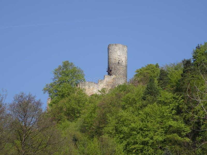 Vista na ruína do castelo de Frydstejn imagem de stock royalty free
