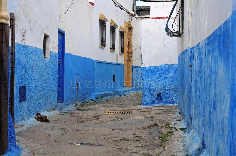 Vista na rua no casbah de Rabat, Marrocos foto de stock royalty free