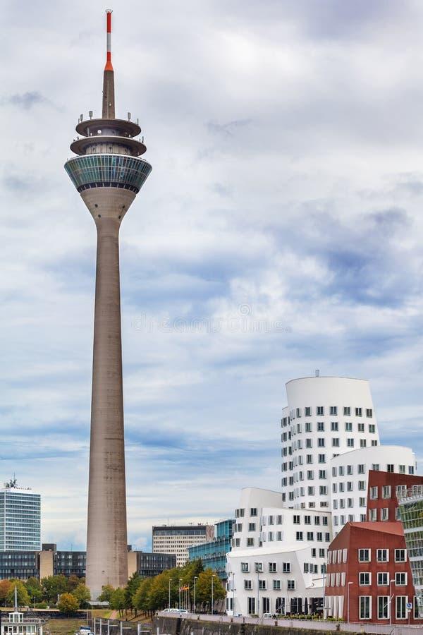 Vista na torre de Dusseldorf Rhine foto de stock royalty free