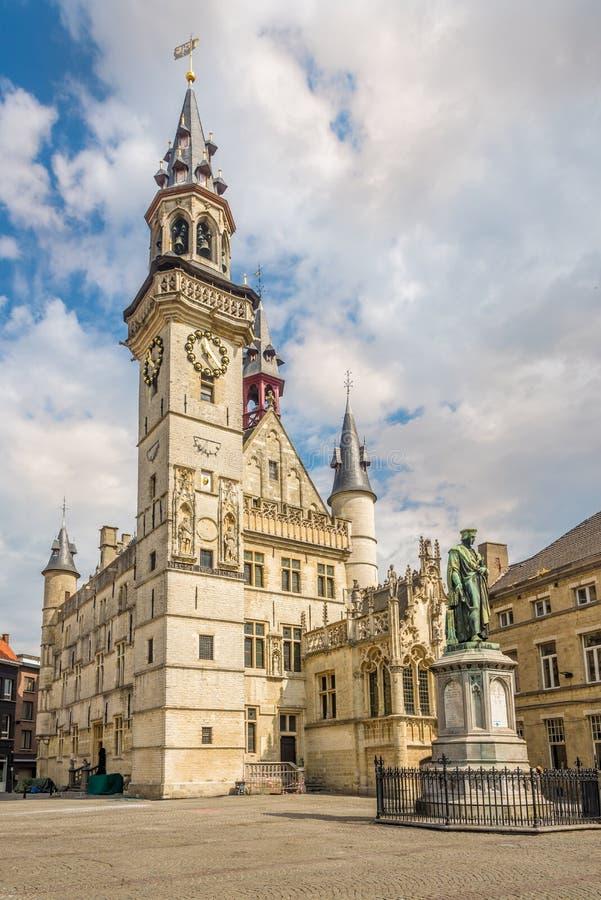 Vista na torre de sino da cidade de Aalst em Bélgica fotos de stock