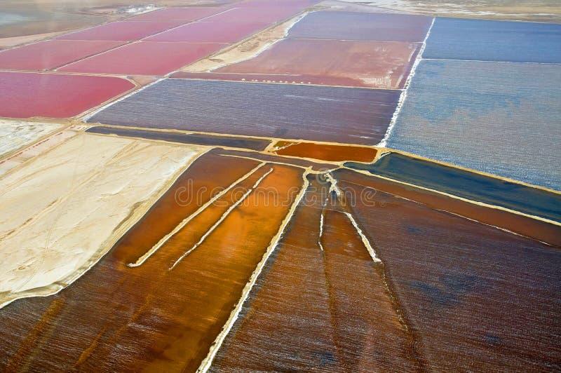 Vista nas minas de sal situadas entre Wallis Bay e Swakopmund em Namíbia foto de stock royalty free