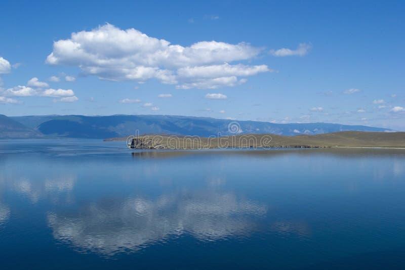Vista nel lago Baikal fotografie stock libere da diritti