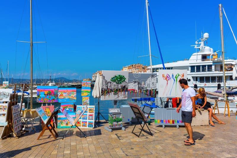 Vista nel porto di Saint Tropez, Francia immagine stock