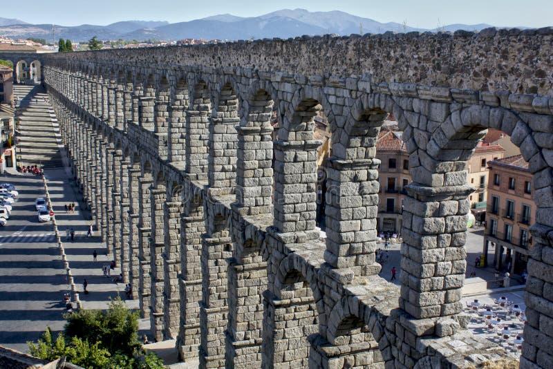 Vista no aqueduto de Segovia, Espanha fotografia de stock